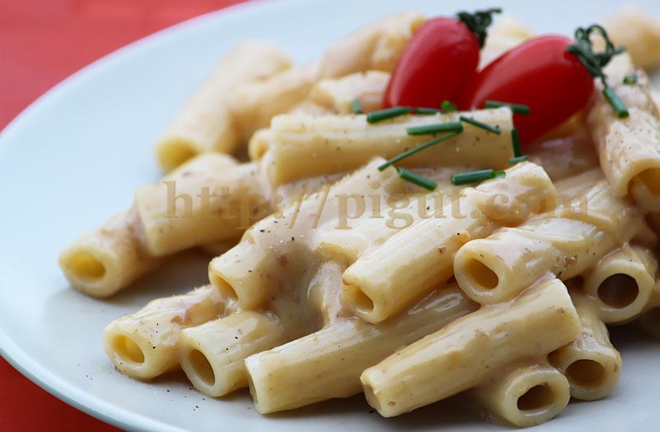 © PIGUT - Pâtes à la sauce fromagère