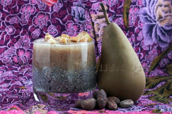 Petit déjeuner de chia, poire & cacao