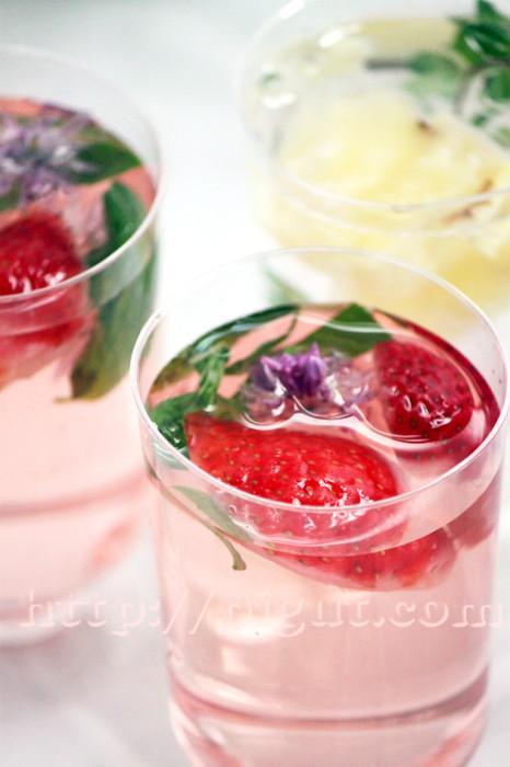 Eaux de fruits fraise et ananas