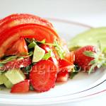 Salade tomates, fraises, avocat, roquette