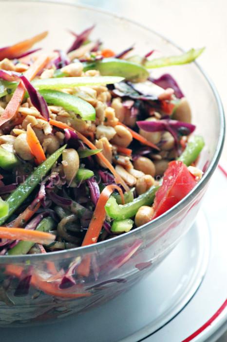 Bol de salade d'inspiration thaï