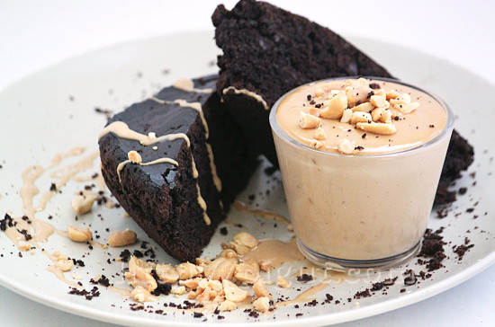 Gâteau vegan au chocolat et cacahuète