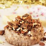 Plat de Fêtes Vegan : Haricots Blancs Fumés, Fruits Secs aux Epices et Mousseline de Céleri Rave